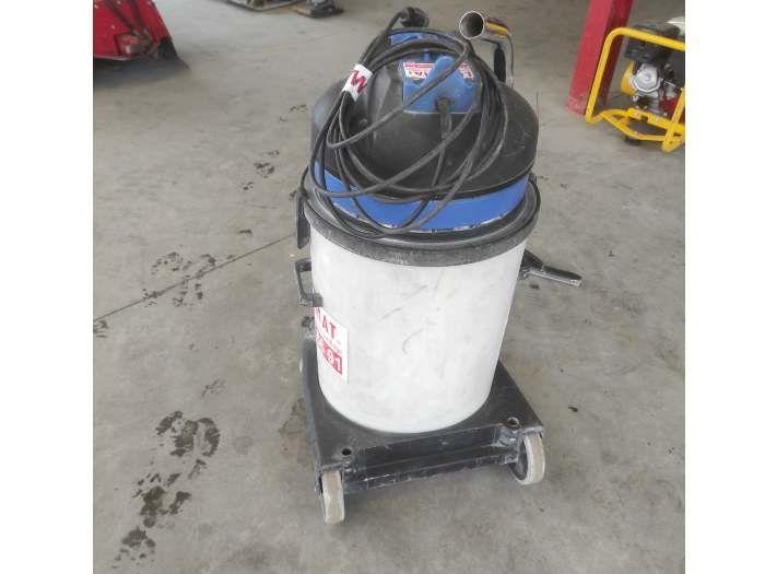 aspirateur industriel d'occasion à vendre chez Locamat